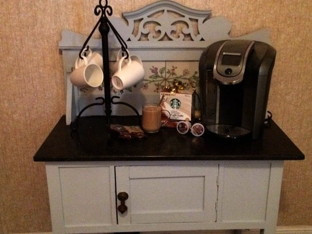 finished- Starbucks-inspired-coffee-station