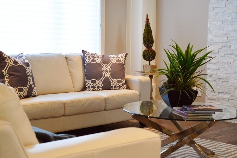5 Ways to Cheaply Brighten Up Your Living Room
