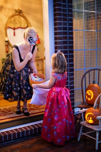 Get the Neighbors Involved in a Trick-or-Treating Workout - Super Fun Halloween Workout by North Carolina mom blogger Adventures of Frugal Mom