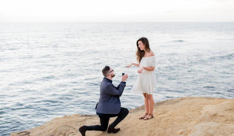 Tips For Announcing Your Daughter's Engagement On A Budget