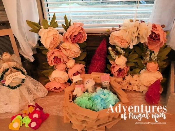 X's and Q's Oh I Meant O's Valentine's Day Display from North Carolina Lifestyle Blogger Adventures of Frugal Mom